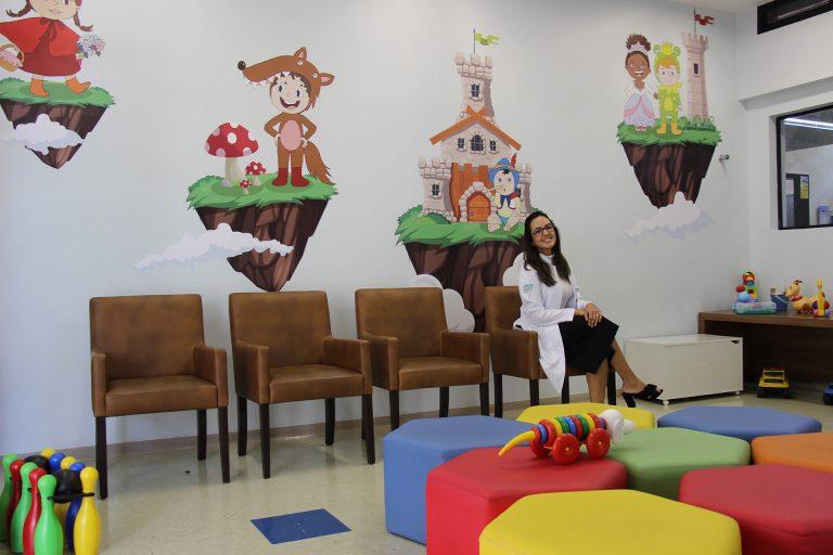 Dra. Deyllise Albuquerque, médica neonatal e autora dos desenhos da Brinquedoteca